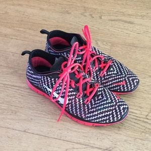 Nike Shoes Women's 8 like new red black